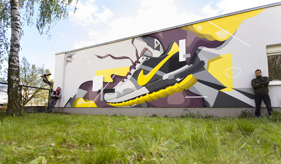 raws rawsone graffiti grafik grafikdesign motion motiondesign berlin art artist rawsone.com graff sneaker thrown on wall
